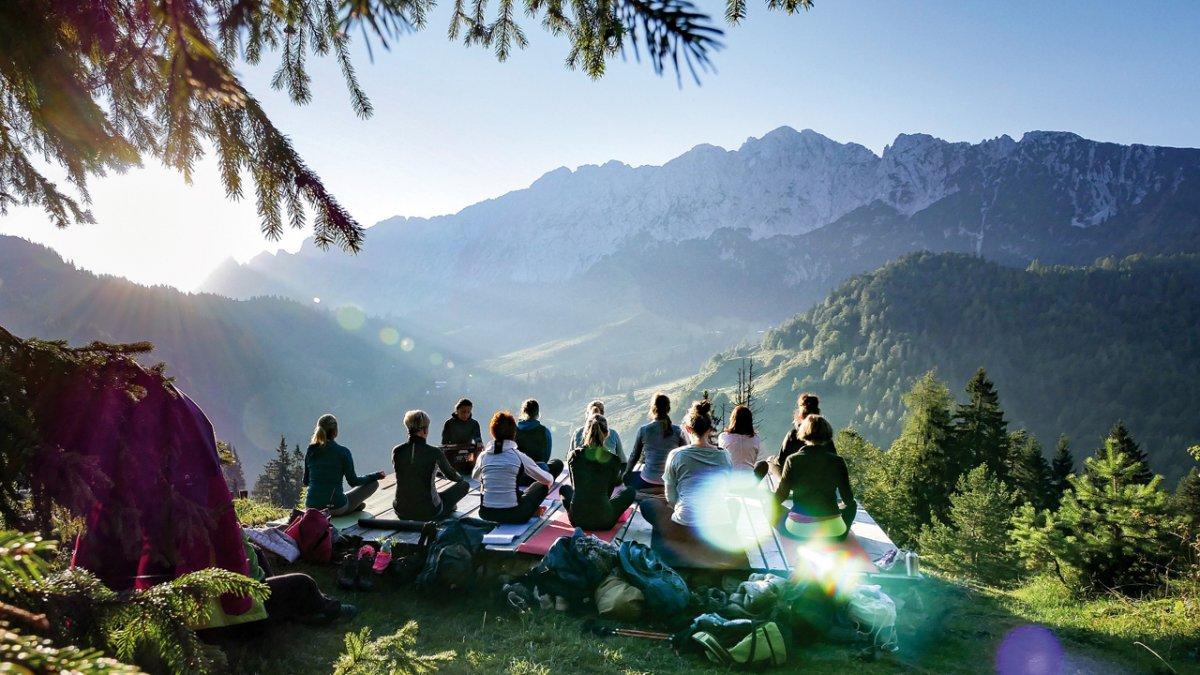 Yoga in the fresh mountain air, © TVB Kufsteinerland