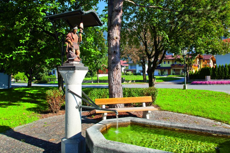 Tirol has lots of freshwater drinking fountains both down in the valley and up in the mountains (like this one in Unterperfuss) offering pilgrims the chance to refill their water bottles and refresh tired feet. (c) TVB Innsbruck – Christof Lackner