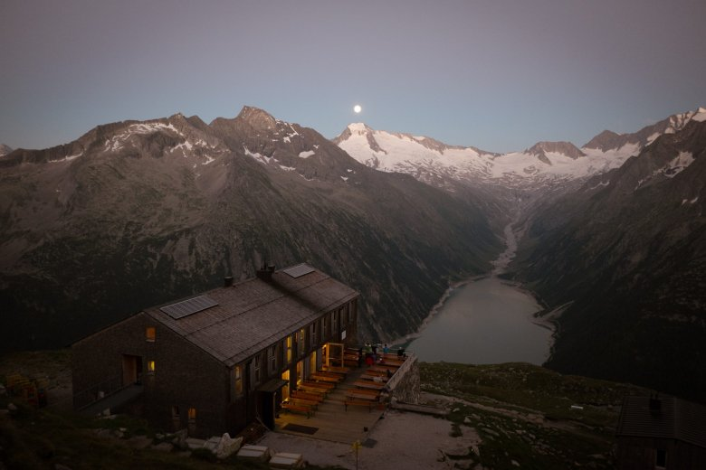Even after a quarter of a century, hut keeper Katharina Daum wouldn't want to live another kind of life – which one can understand, given that incredible view. Photo Credits: Tirol Werbung/Jens Schwarz