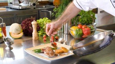 Blick in die Küche, © Hotel Bergland