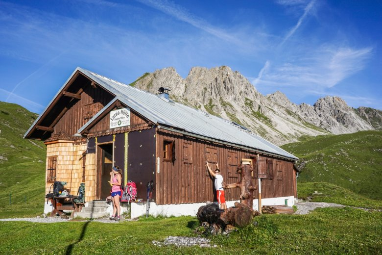 …and the simple Loreahütte hut where hikers are left to their own devices.