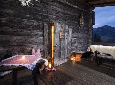 Terrasse abends neu 14 (c) Bischoferhütte – Kostenzer