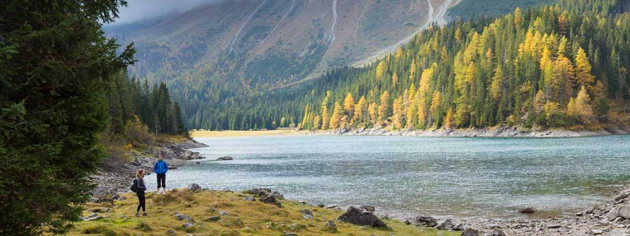 Autumn in Tirol: Obernberger See lake, © Tirol Werbung/Mario Webhofer