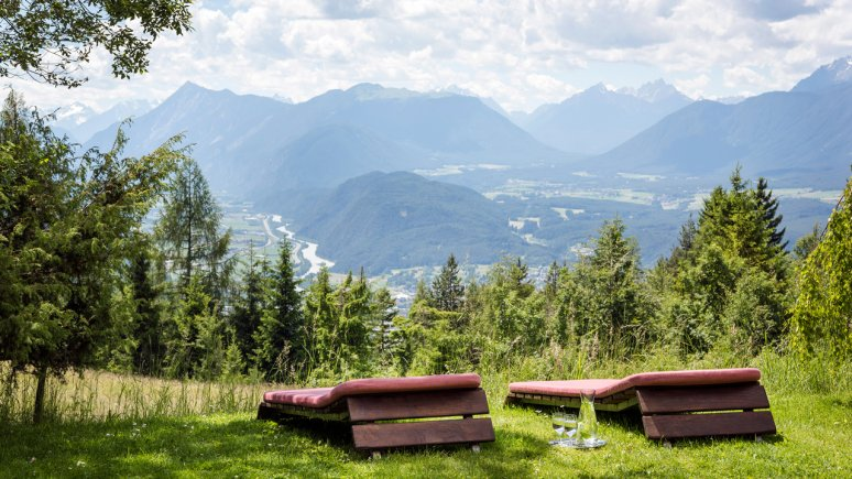 Sunbathing lawn at the Panoramahotel Inntalerhof, © Panoramahotel Inntalerhof