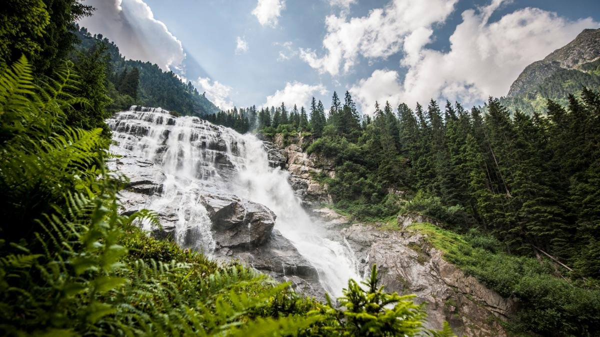 Measuring 85 metres across, the Grawa Waterfall towards the end of the Stubai Valley is the widest of any in the Eastern Alps and sees the Sulzaubach plunge over an 180 metre high ridge. It can be reached via the WildeWasserWeg hiking trail., © TVB Stubai Tirol