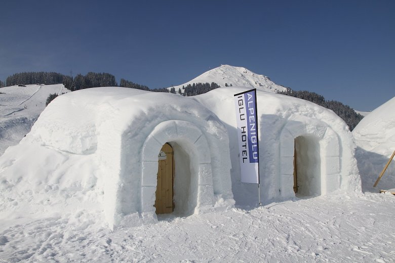 Not only an exotic arctic experience, but also a surprisingly cosy one: Polar sleeping bags will keep you snug! © Alpeniglu
