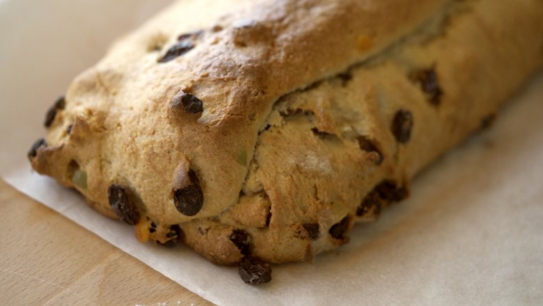 After leaving it to rise for two hours, put the Stollen in the oven and bake at 175°C.