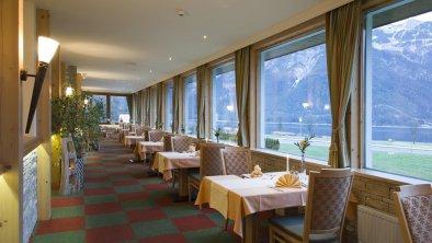 Restaurant und Speiseraum - Panoramaaussicht, © Hotel Bergland