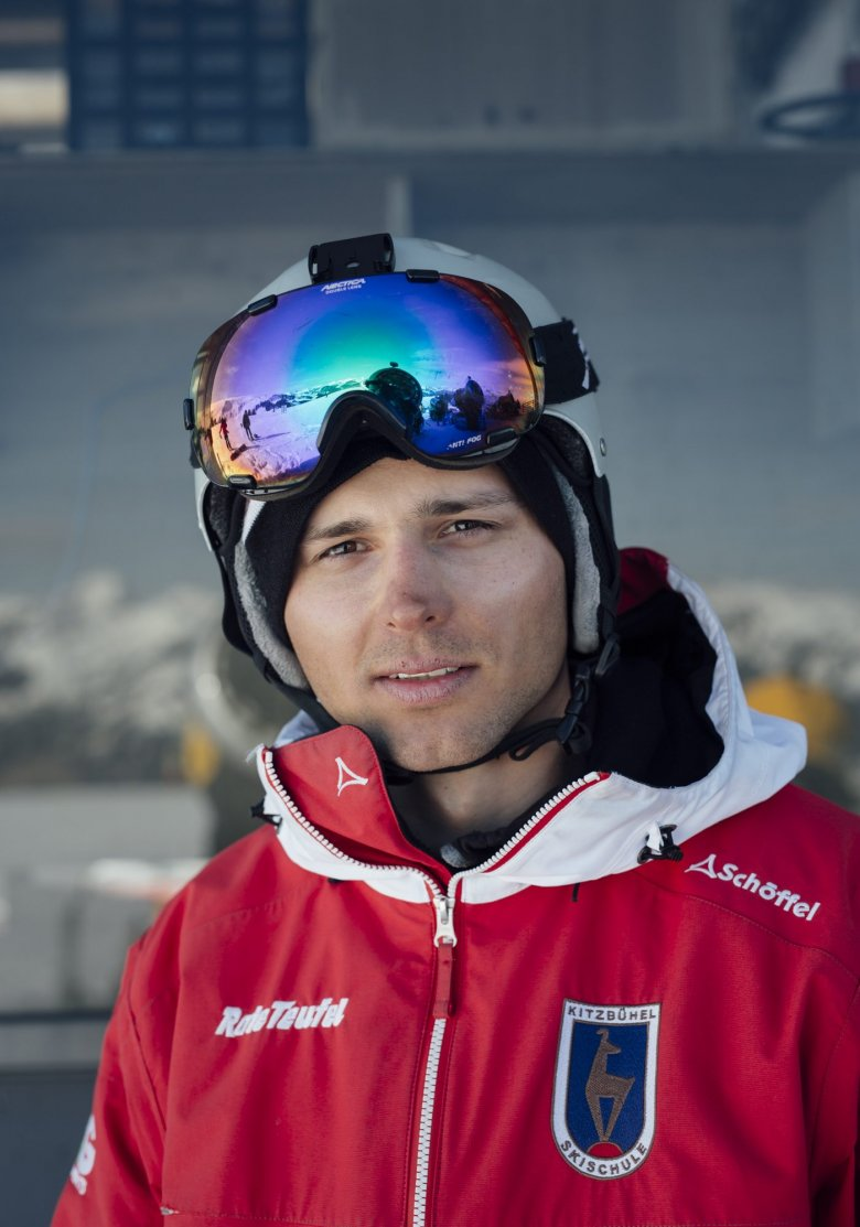 """Philip, 27, is from Poland, where he works as a taxi driver in the summer and dreams of the mountains. For the last few years, he has spent his winters in Kitzbühel as an instructor at the famed """"Red Devils"""" Ski School. Next winter he will definitely return to Tirol: """"I have already been hired!"""""""