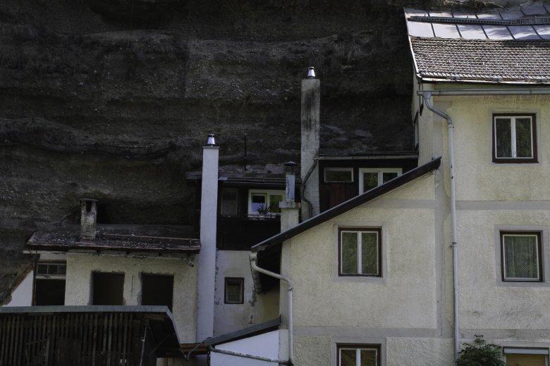 "Only half of them are visible: the ""Bergl-Häuser"". (Photo: Tirol Werbung/Bernhard Aichner)"