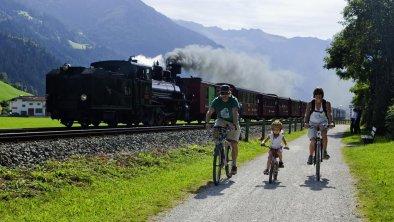 Zilllertalradweg mit Zillertalbahn