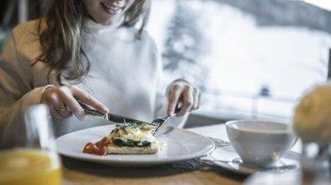 MOOSER_Hotel_Breakfast_Views_included