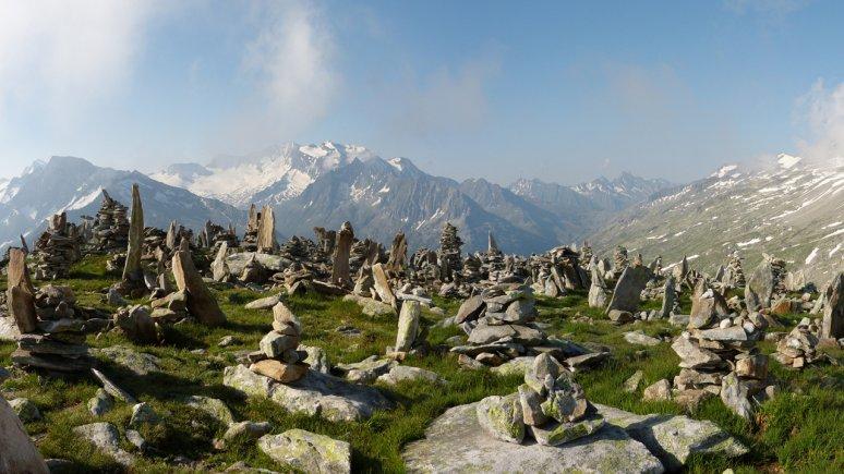 Rock Cairns at Petersköpfle Peak in the Zillertal Alps Nature Park, © Naturpark Zillertaler Alpen