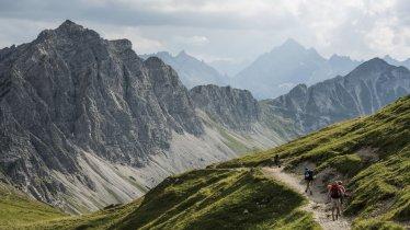 Hiking trail to the Landsberger Hütte, © Tirol Werbung/Peter Neusser