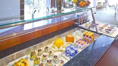 The Penz West Zimmer breakfast impression 1