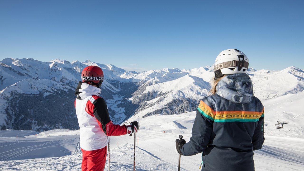 Skiing at the Hintertux Glacier, © Hannes Sautner, shootandstyle.com