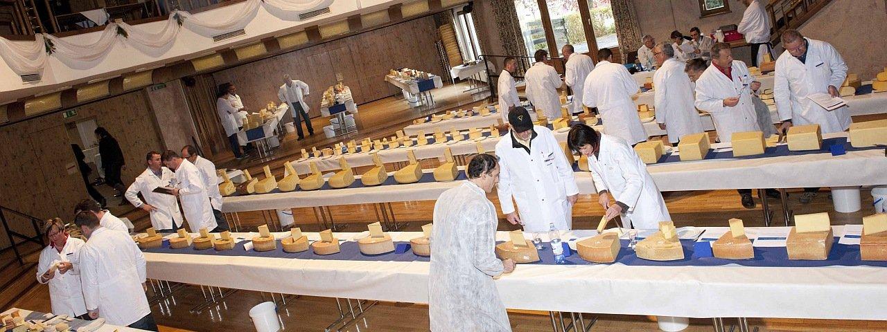 The expert judges panel at work during the International Käsiade Cheese Festival in Hopfgarten, © Verband der Tiroler Käserei- und Molkereifachleute