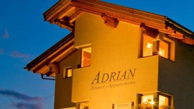Abend_Haus_Adrian