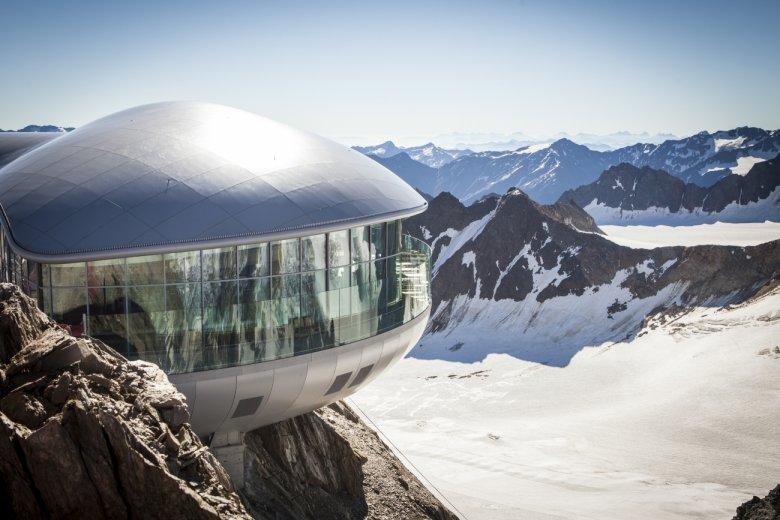 Café 3.440 at the Pitztal Glacier (Photo: Daniel Zangerl)