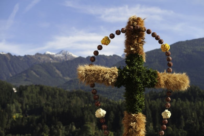 In many Tirolean communities, farming folk celebrate the end of the harvest and give thanks for their produce with a series of processions at the end of October.