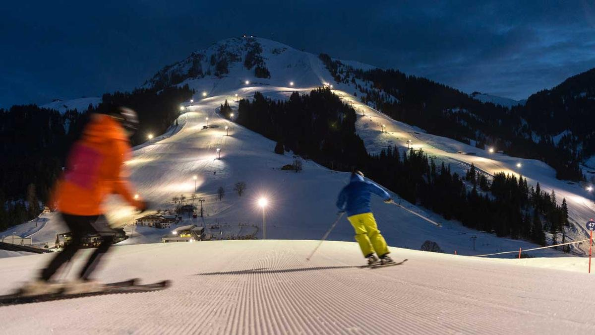 The Hohe Salve mountain has the largest night skiing area in Tirol. There are also two floodlit toboggan runs in the village., © TVB Wilder Kaiser/Peter von Felbert