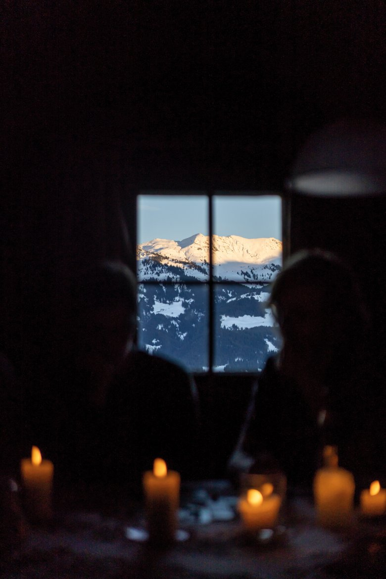 Candlelight and sunset with a view of the Kitzbühel Alps.