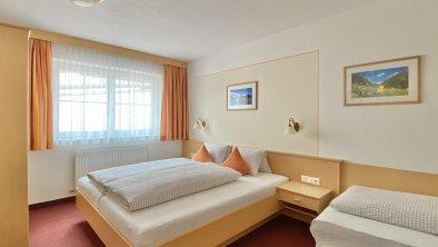 Schlafzimmer mit Zustellbett möglich