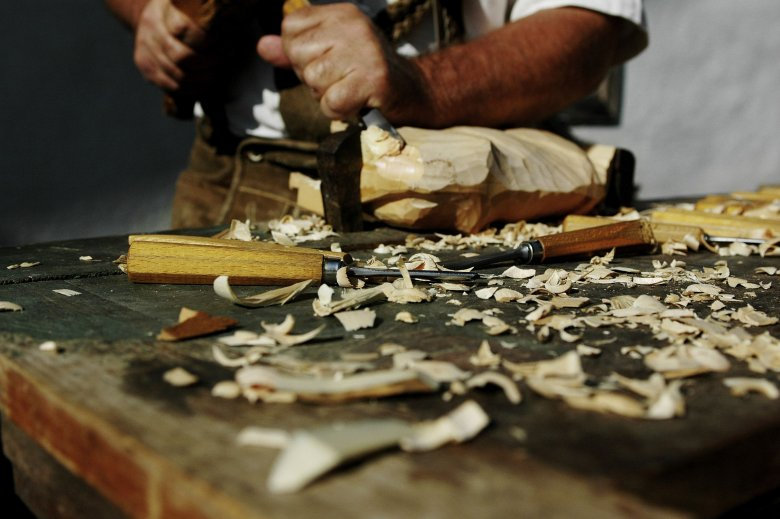 At the Nikolaus Felder carpentry workshop, you can take individual courses, such as restoration or carving.