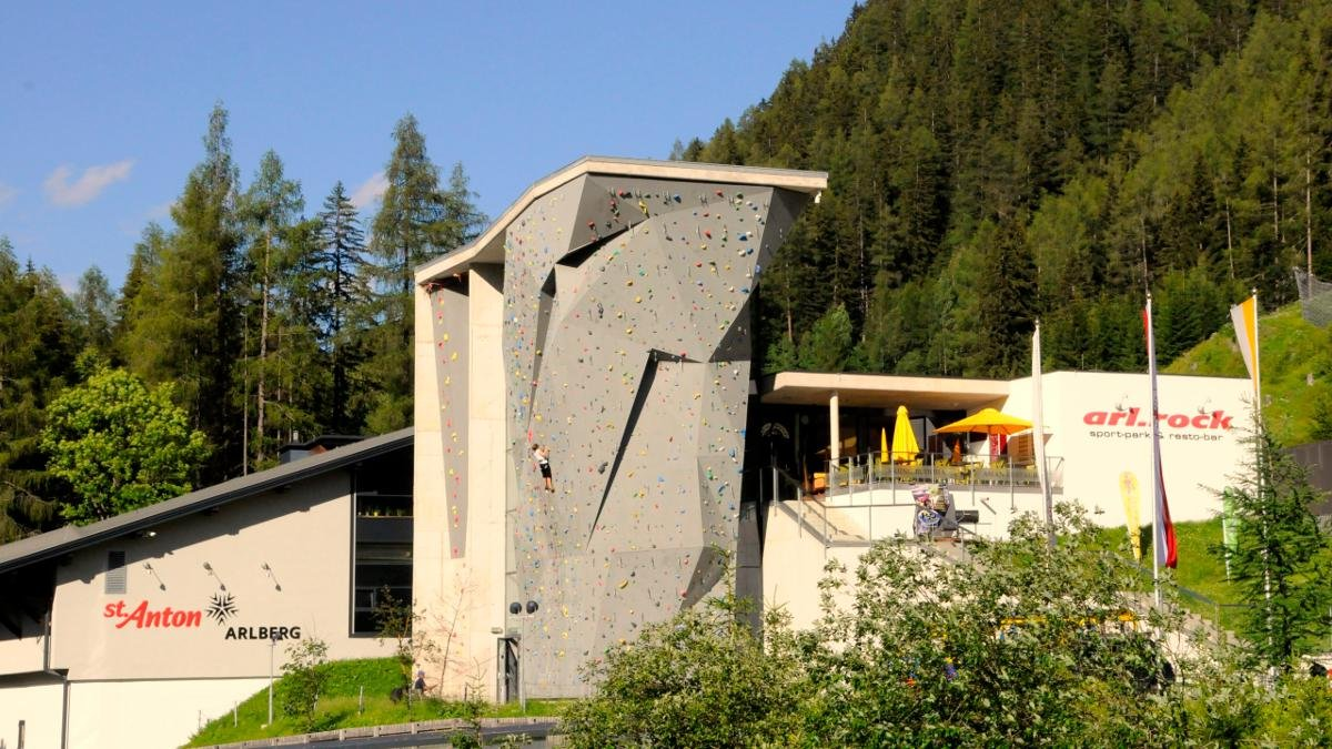 Bouldering, rock climbing and even ice climbing enthusiasts are spoilt for choice at the arl.rock outdoor climbing centre in St. Anton, which offers over 100 different routes., © St. Anton am Arlberg