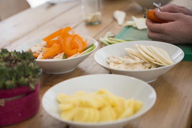 Thomas recommends to cut the vegetables into different shapes to add to the appearance of the dish.