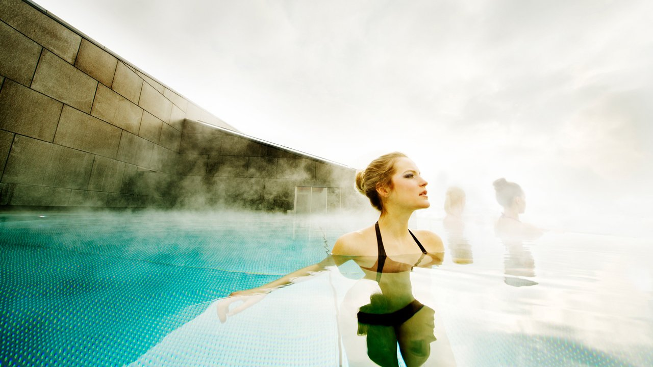 Heated pool at the Hotel Schwarzbrunn in Stans, © Hotel Schwarzbrunn