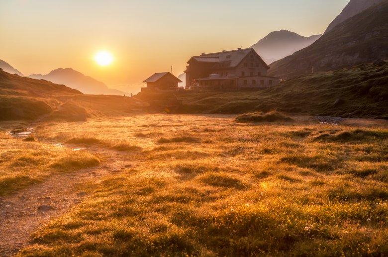 Franz-Senn Hut in the Stubai Alps (c) Alpinbilder / Hans Sterr, © Alpinbilder / Hans Sterr