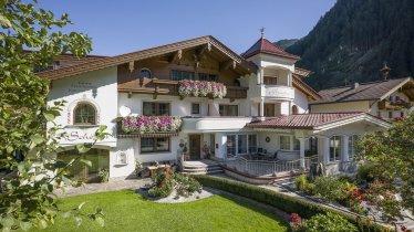 Alpine Tradition Modernes Design