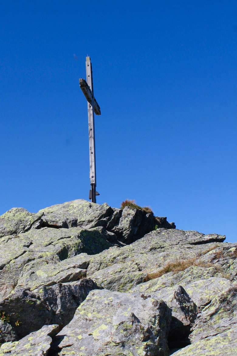 The cross atop the 2,309-meter summit of Großer Beil Mountain.