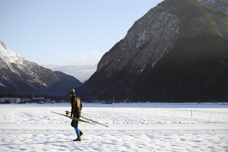 About the Author: Jan Kirsten Biener, 39, was on skis and snowboard as a juvenile, and really anything ski related always came naturally to him. Today, he is a passionate and ambitious backcountry skier and road cyclist but he has never skate skied – until now.