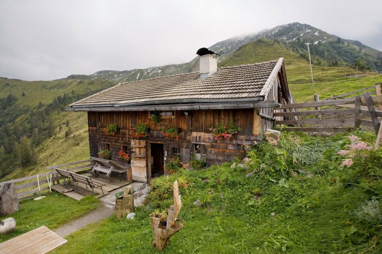 Wildschönau is characterized by numerous alpine pastures – here you can see the Neuhögenalm alpine pasture hut.
