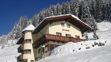 Adlerhof, © Unser Adlerhof liegt auf einer Anhöhe inmitten der herrlichen Pitztaler Bergwelt, abseits von Hektik und Lärm.