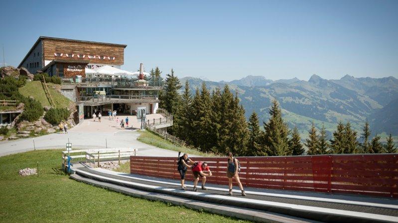Top station of the Hahnenkammbahn cable car in Kitbzühel, © Tirol Werbung/Jens Schwarz