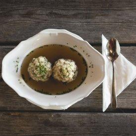 Tiroler Speckknödel (dumplings with bacon), © Tirol Werbung/Bert Heinzlmeier