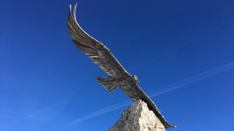 Sculpture of a bearded vulture at the top of the Masnerkopf mountain, © Serfaus-Fiss-Ladis Marketing GmbH