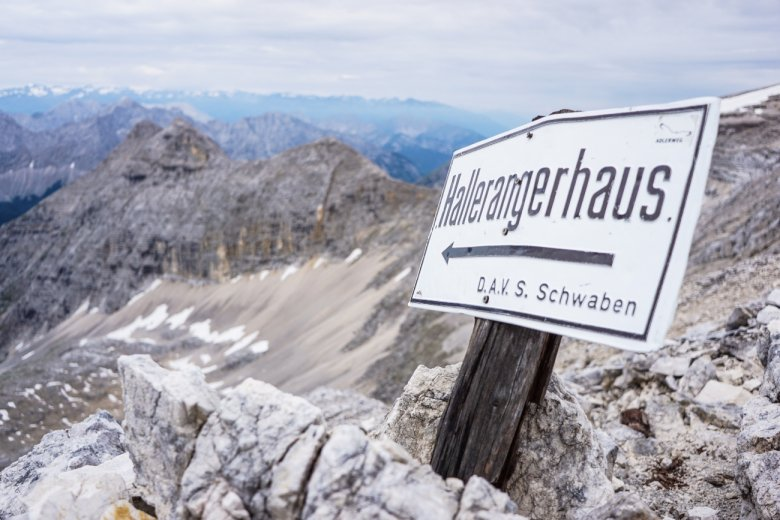 Stage 11 from the Karwendelhaus hut to the Hallerangerhaus hut. Thanks to the good weather Fabian was able to climb the Birkkarspitze.