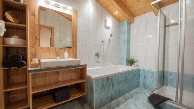 Bad mit Dusche und Badewanne - Ferienwohnung Gabi, © Gabi Stern