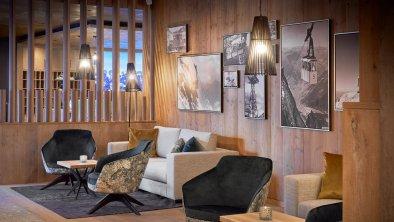 Loungebereich mit Rezeption