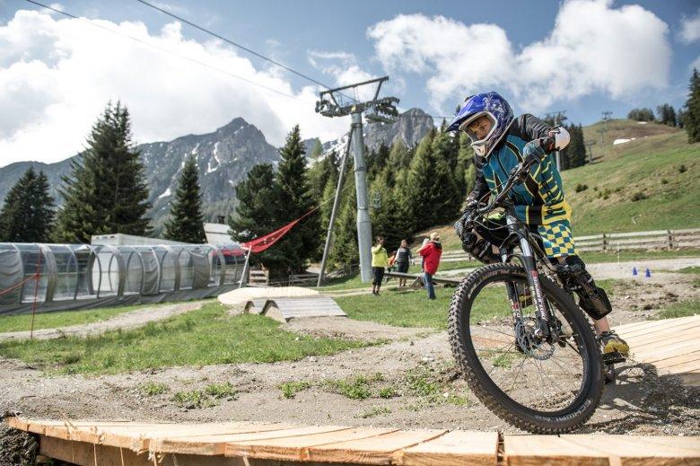 "The ""Kids Park"" practice terrain hosts the weekly Kids & Teens Lessons. Photo Credit: MTB Downhill & Freeride Verein / Andreas Vigl"