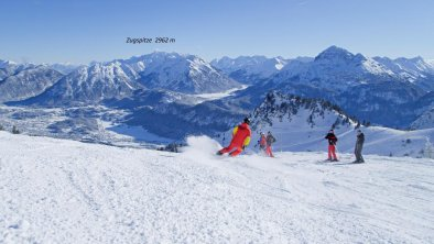 Skifahrer Zugspitzblick fe