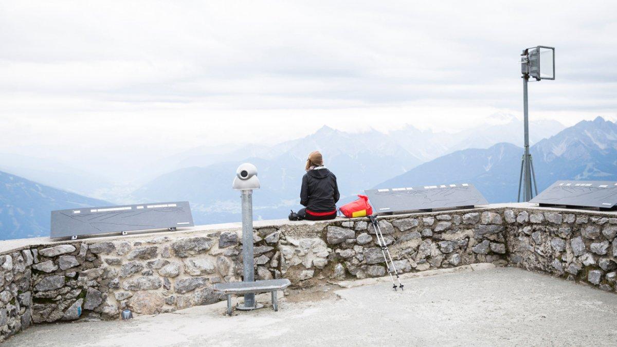 Eagle Walk: View from the Hafelekar mountain overlooking Innsbruck, © Tirol Werbung