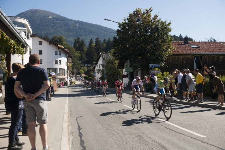 The fast sweeping descent off the climb from Igls down to Innsbruck.