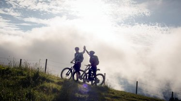 Riding e-bikes in the Kitzbühel Alps, © Manfred Jarisch
