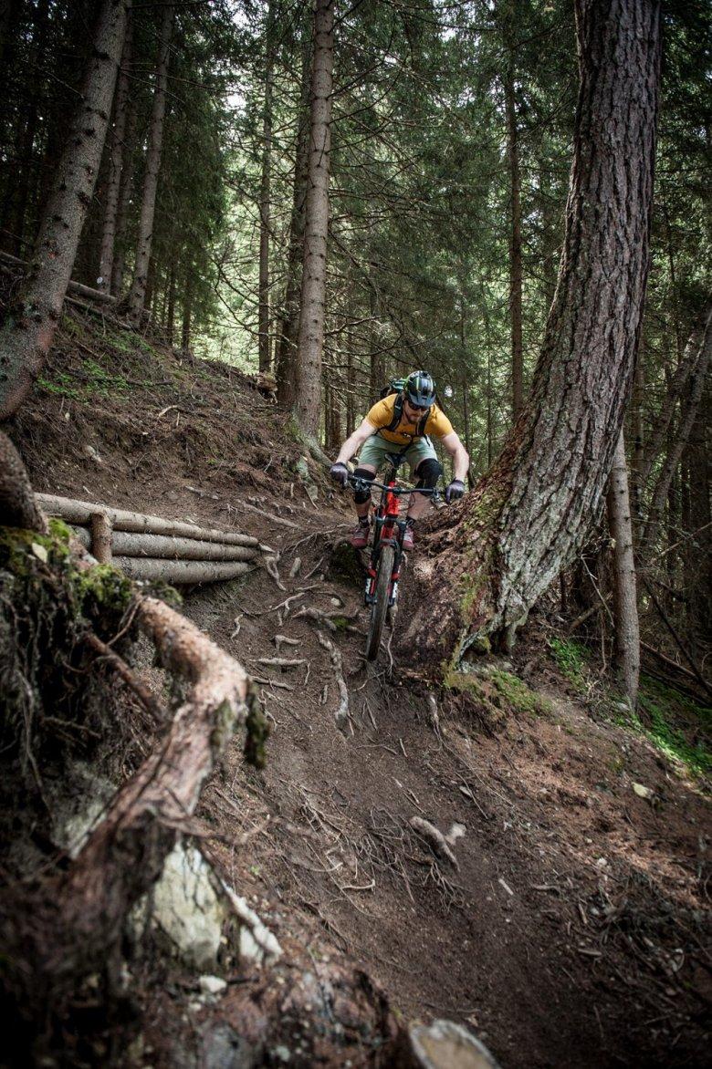 René has definitely fun at riding EinsEinser Trail. Photo Credits: Rene Sendlhofer-Schag/www.bikefex.at