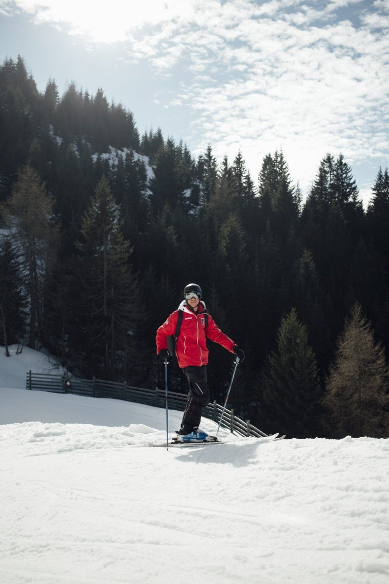 Ski instructor as a seasonal job: Actually, Basti is a professional paraglider and competes at 12 different venues all across the globe during the summer.